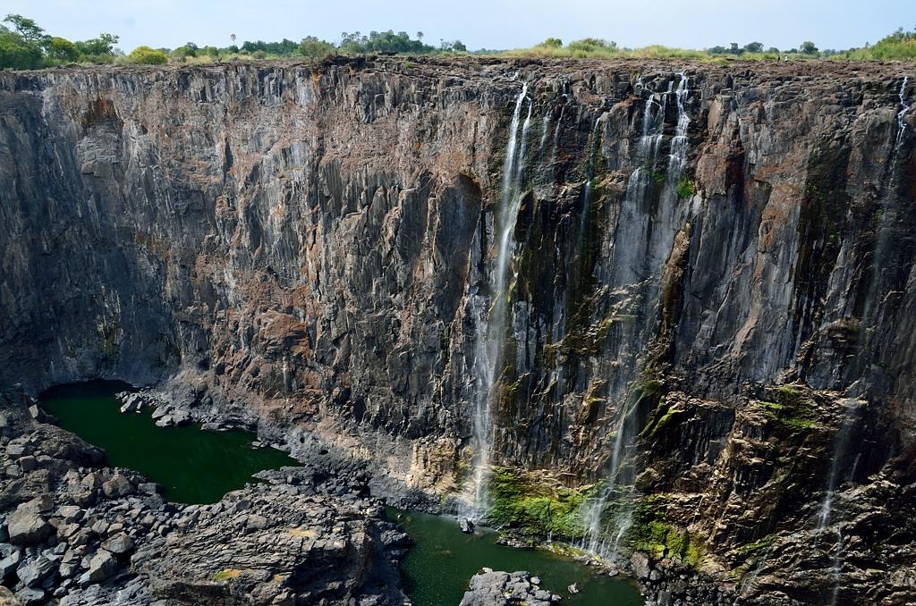 Здесь каньон реки Замбези выглядит довольно зловеще