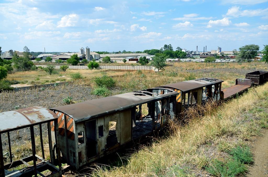 Зимбабвийский товарный поезд весь проржавел и развалился