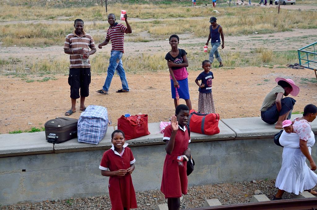Зимбабвийцы на какой-то станции
