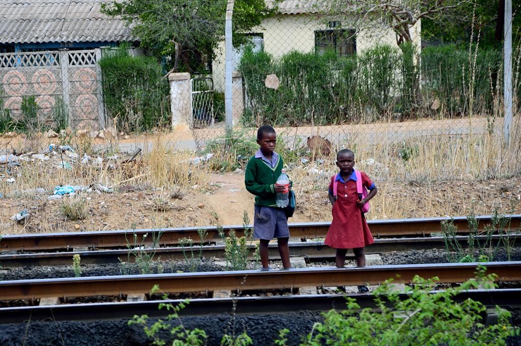 Дети на рельсах