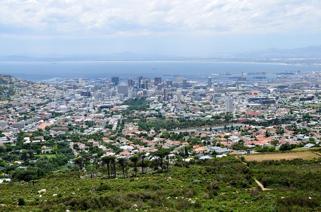 Вид на Кейптаун от подножия Столовой горы. Хотя с вершины вид наверно круче :)