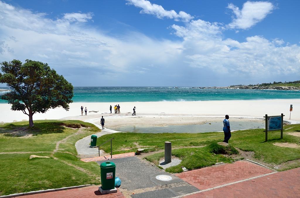 Посмотрите на эти прекрасные пляжи, -говорит аудиогид ...