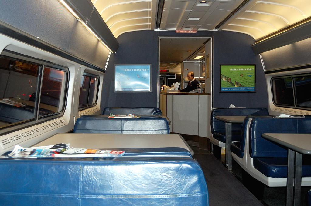 В поезде Amtrak. Вагон-буфет