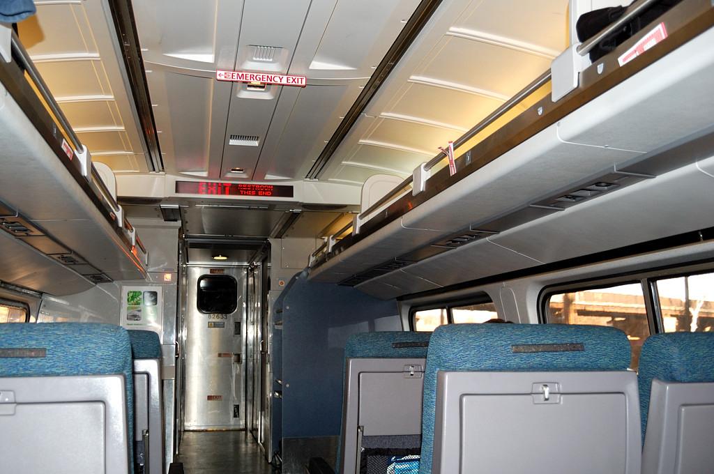 В салоне поезда Amtrak