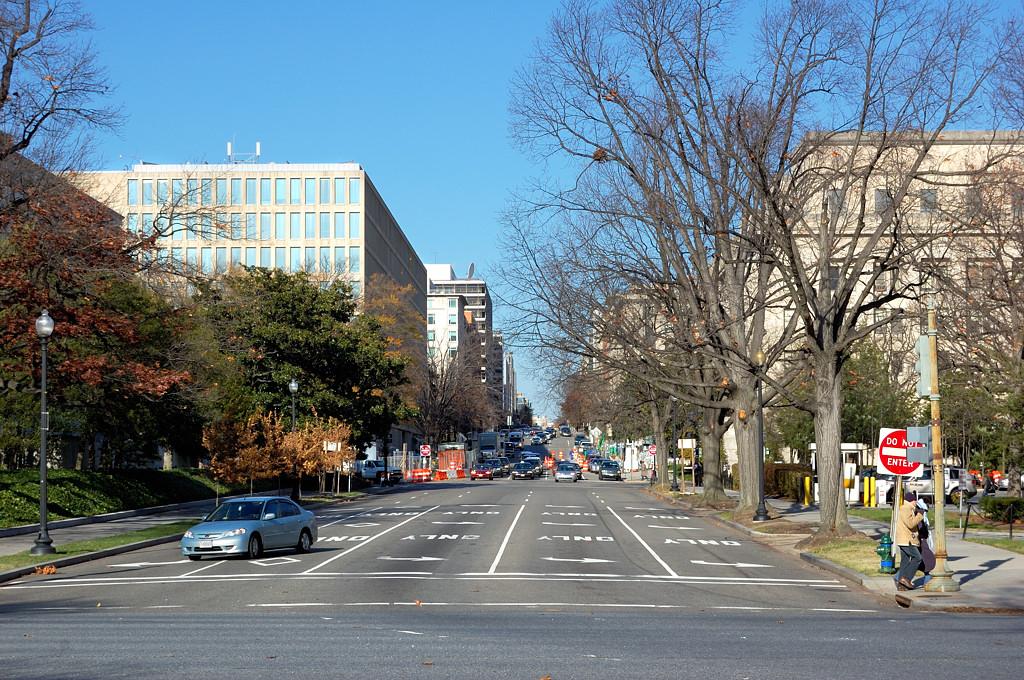 Обратите внимание, почти все улицы в США - односторонние