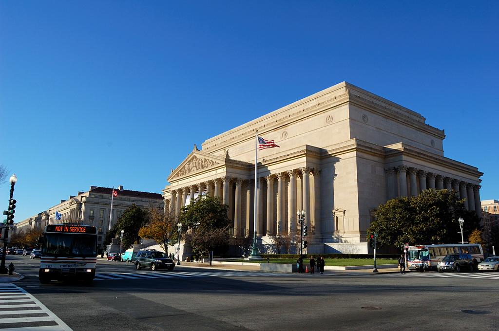 Правительственные здания в Вашингтоне выглядят очень помпезно
