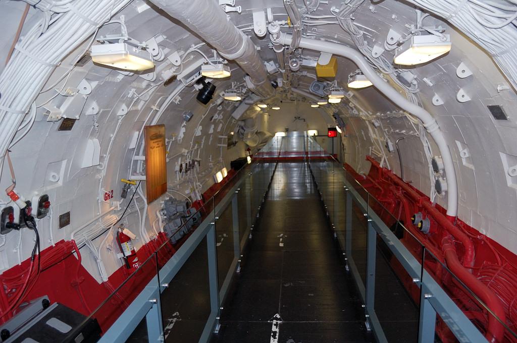 Внутри ракетного ангара