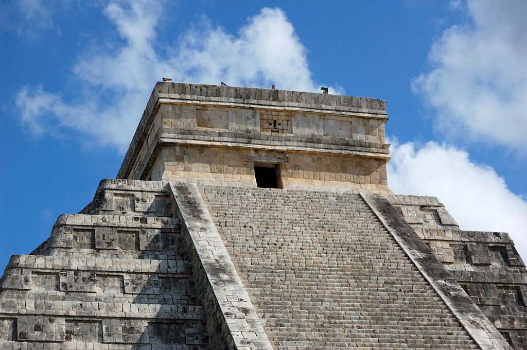 Верхняя часть главной пирамиды