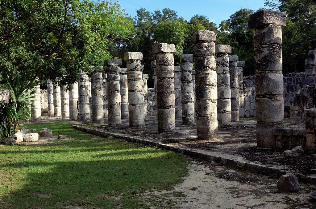 Чичен-Ица. Зал тысячи колонн