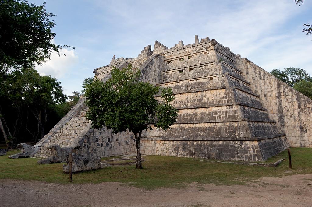 Еще одна пирамида на южной стороне