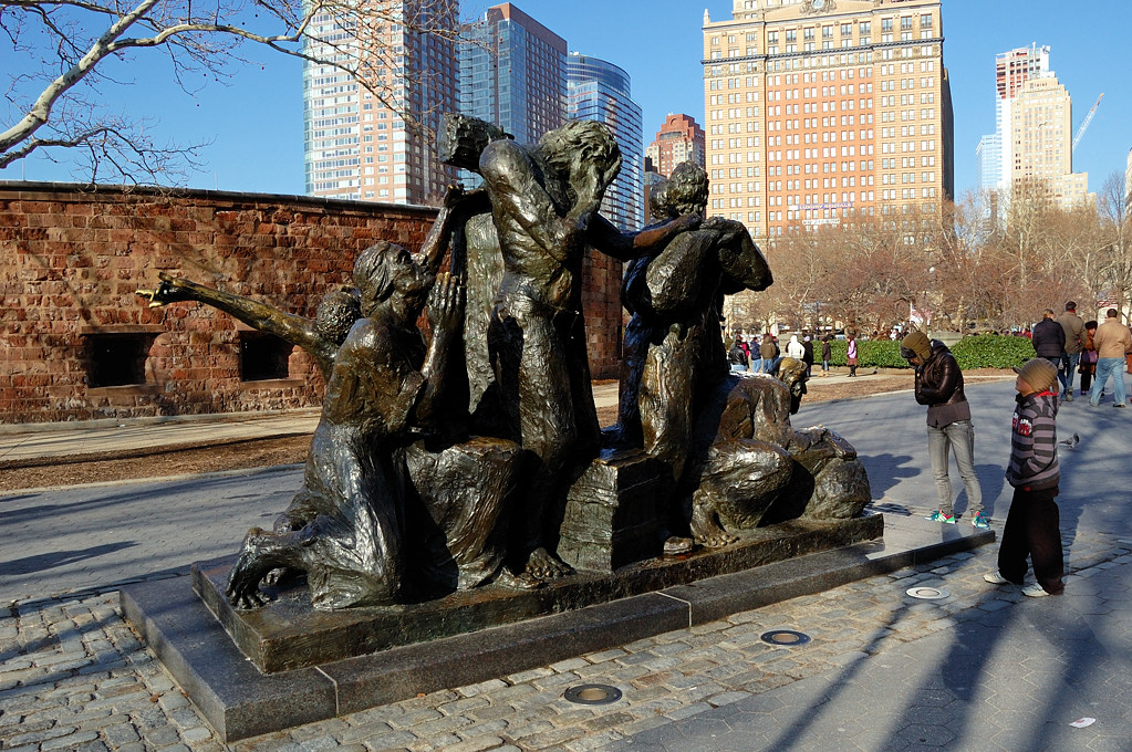 Памятник иммигрантам