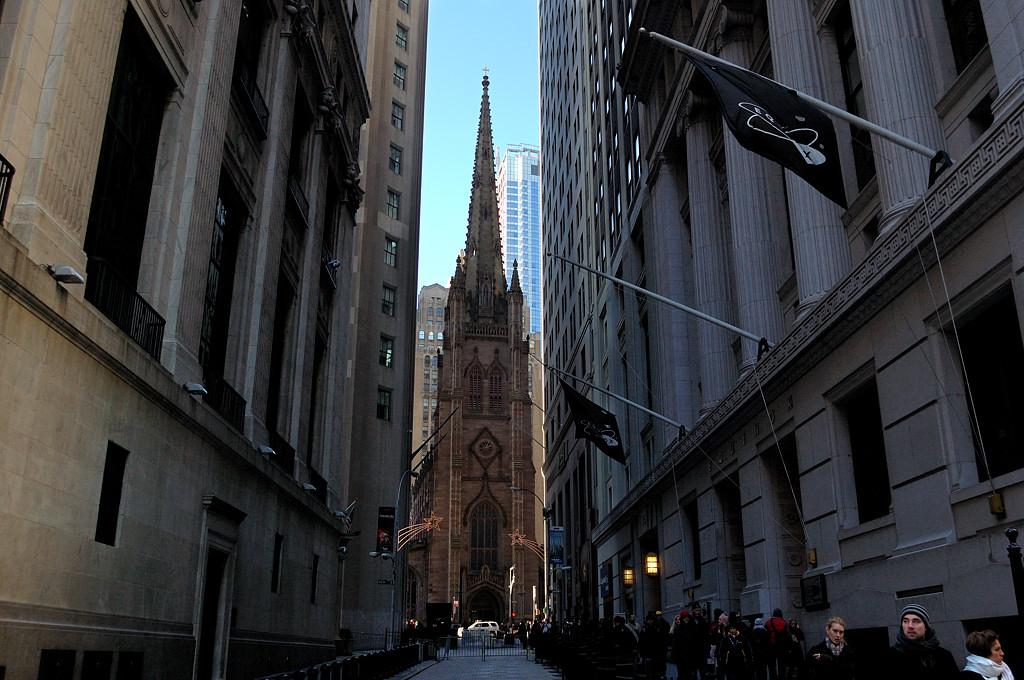 Церковь Тринити-черч на Бродвее напротив Уолл-стрит