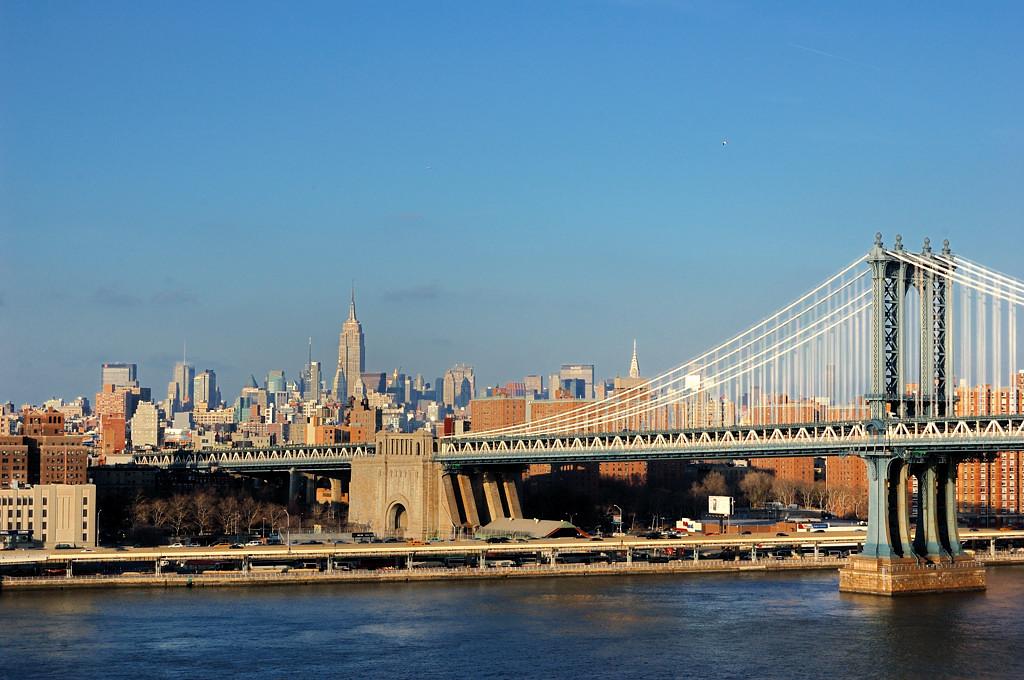 Бруклинский мост. Вид на Манхэттэнский мост и Эмпайр Стейт Билдинг