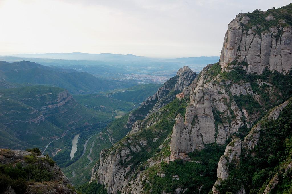 Вид на долину сверху