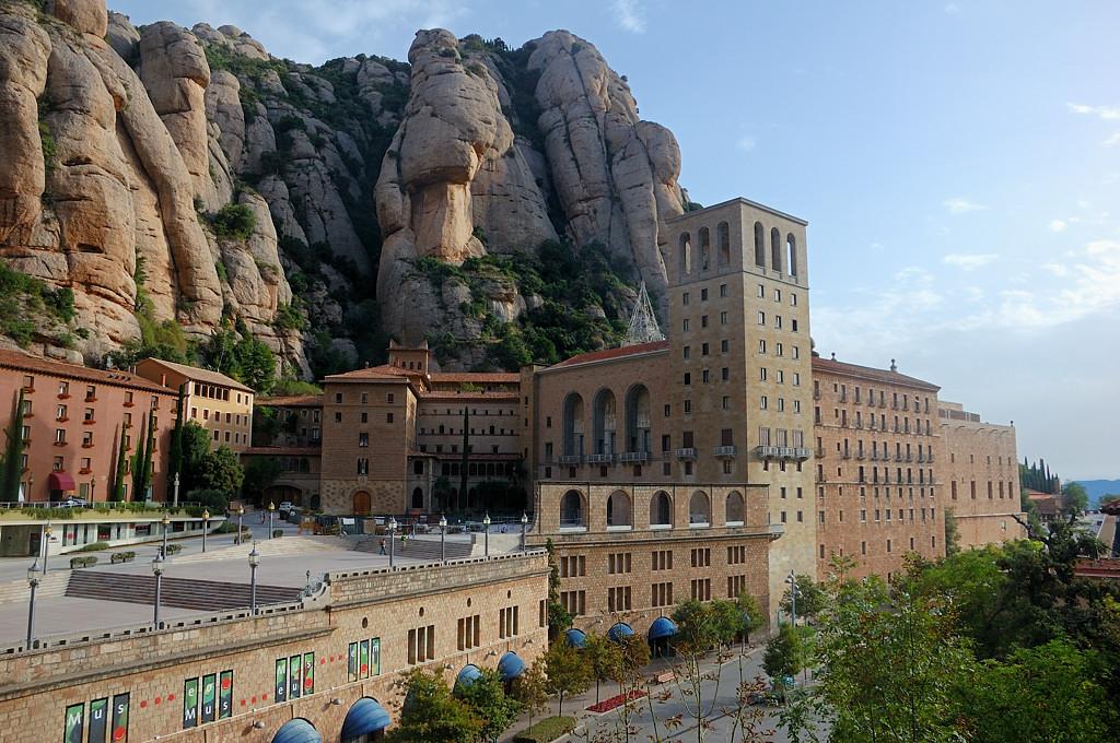 Вид на монастырь с гор