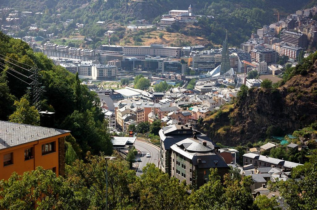 Вид на столицу Андорры с окружающих гор