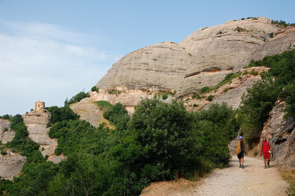 Тропинки для прогулок на вершине горы