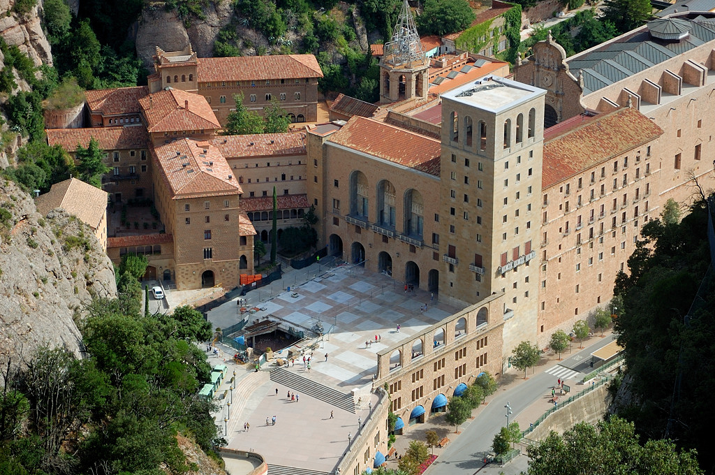 Вид с вершины на монастырь