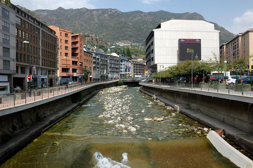 На мосту через речушку Гран-Валира