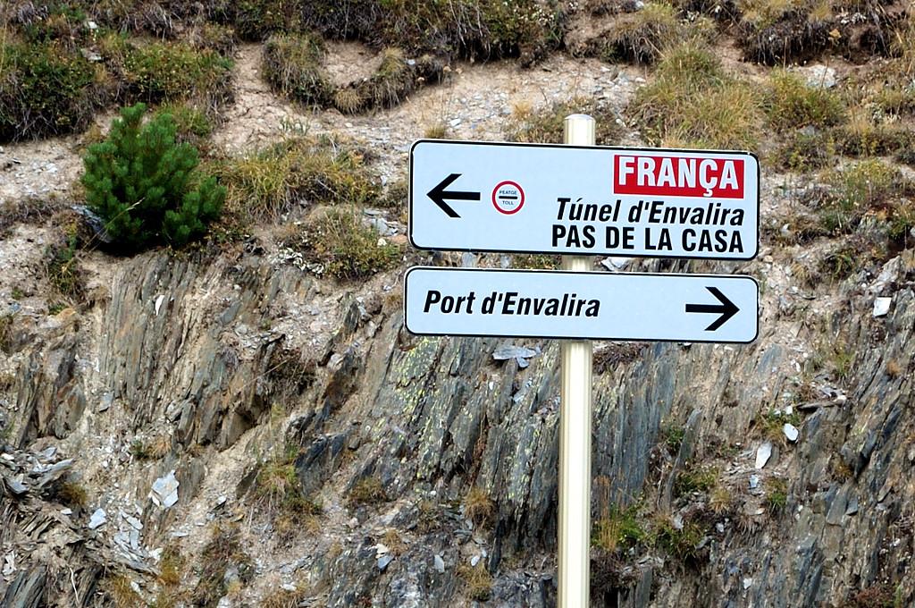 Налево поедешь - денег заплатишь, направо поедешь - перевал будет :)