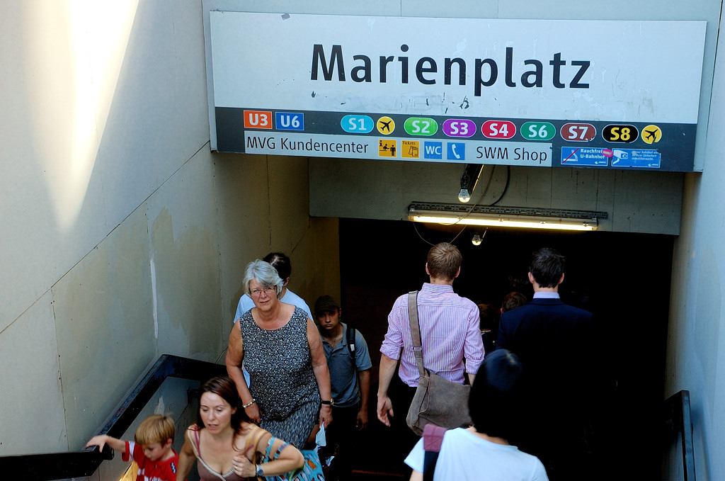 Вход в метро на Мариенплац