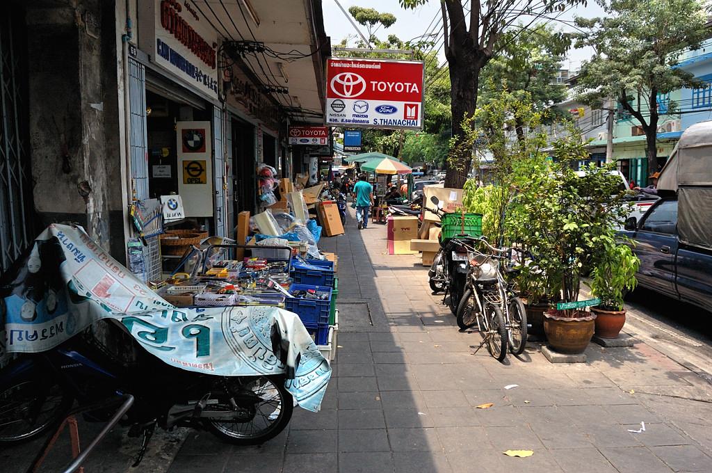 На улицах Бангкока. Тротуары