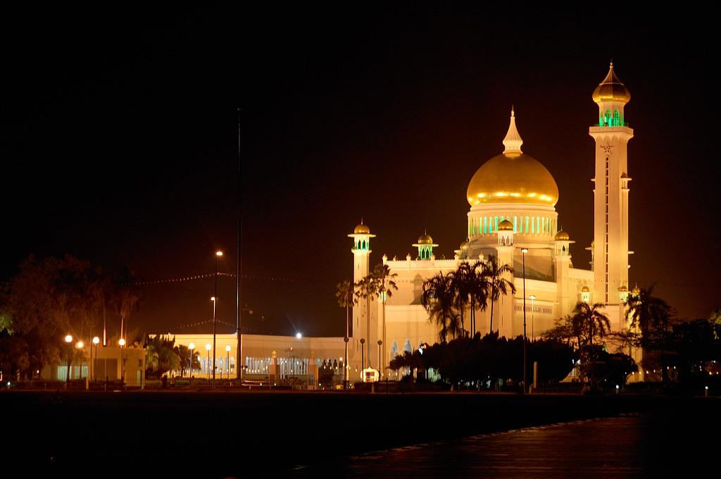 Мечеть Али Сайфуддина ночью