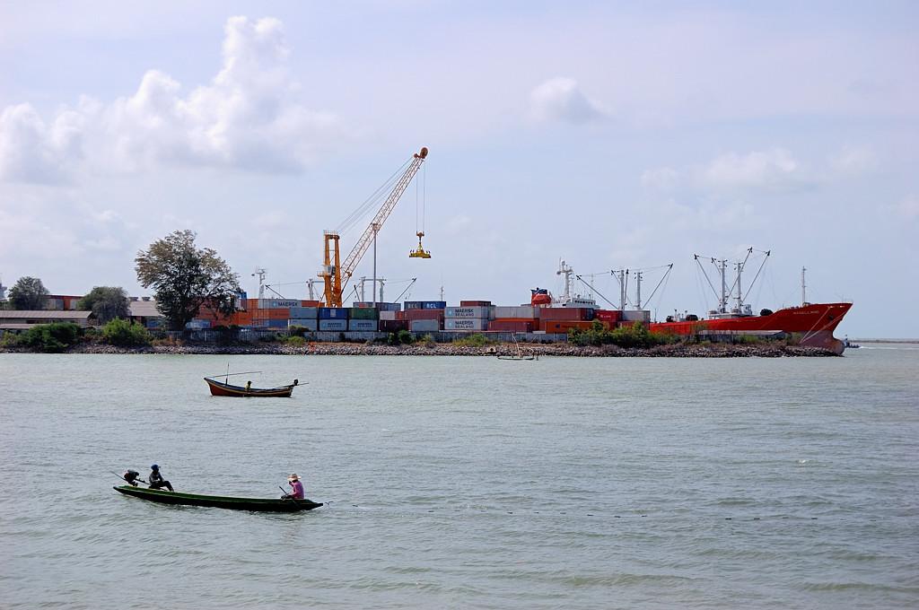 Старое и новое в порту Сонгхла