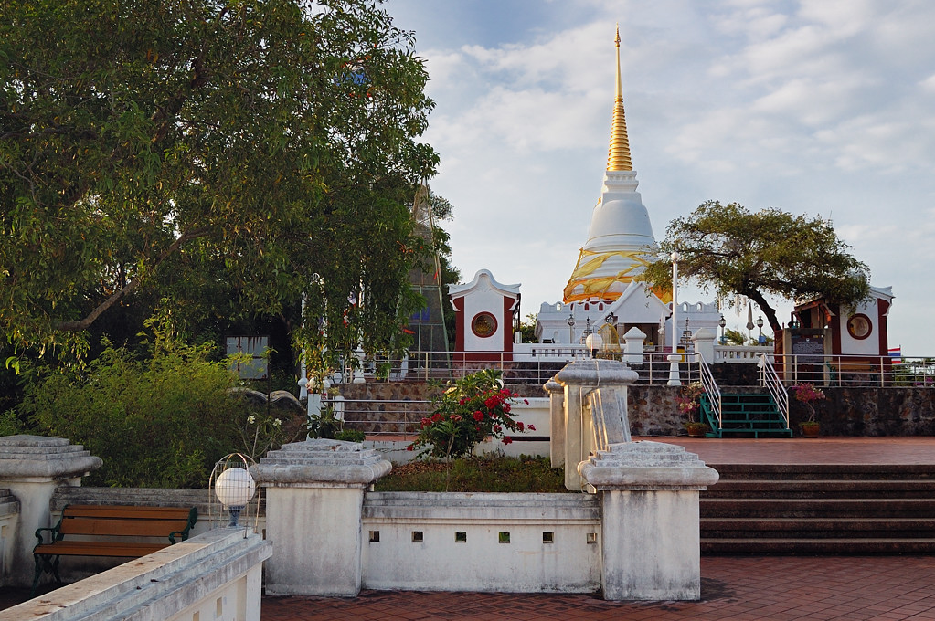 Буддийский храм на самой высокой горе Сонгхла