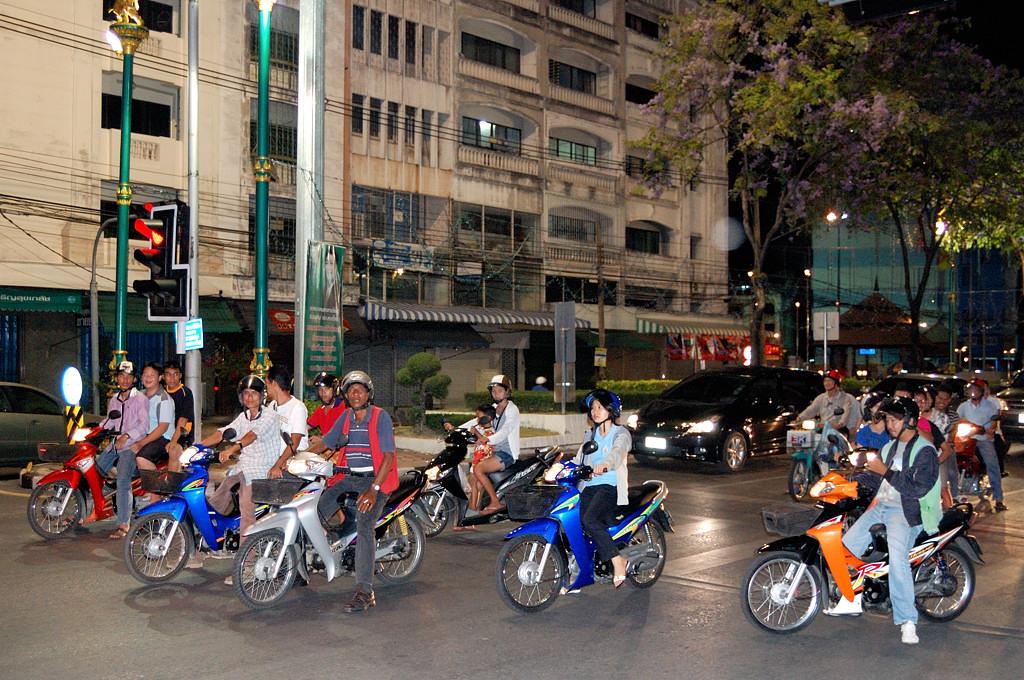 Вечерний траффик в Хатьяе