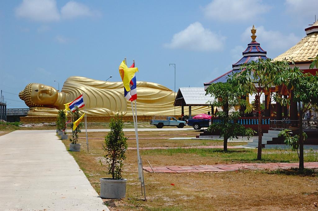 Буддийский комплекс на остров Ко Ё. Лежащий Будда, какой там по величине в мире?