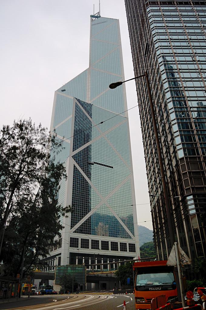 Знаменитый небоскреб Bank of China