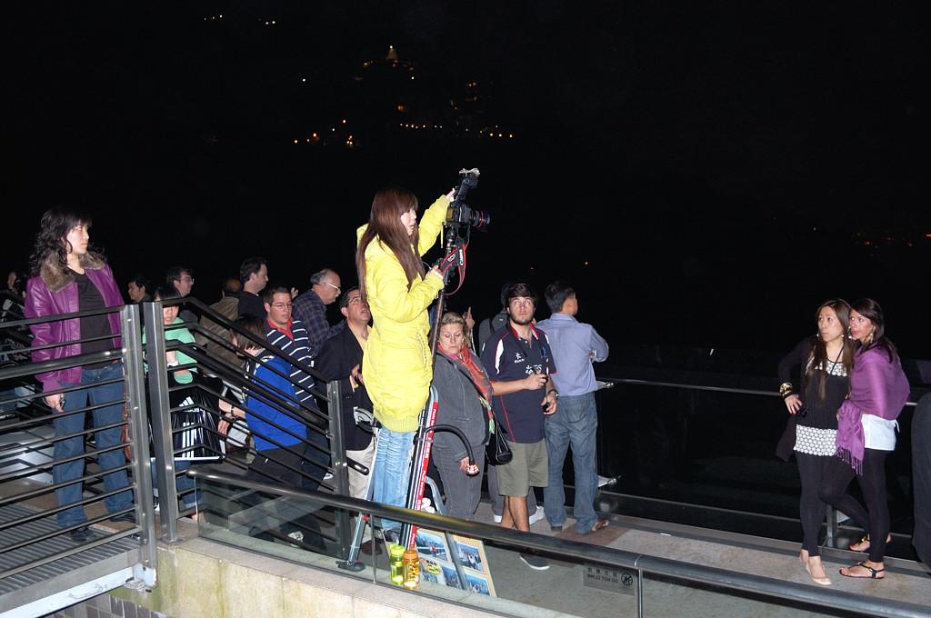 На смотровой площадке Пика Виктории вечером