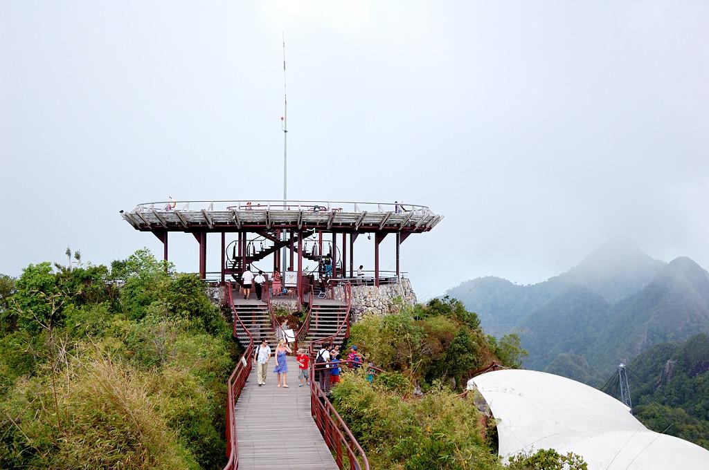 Площадка на вершине горы