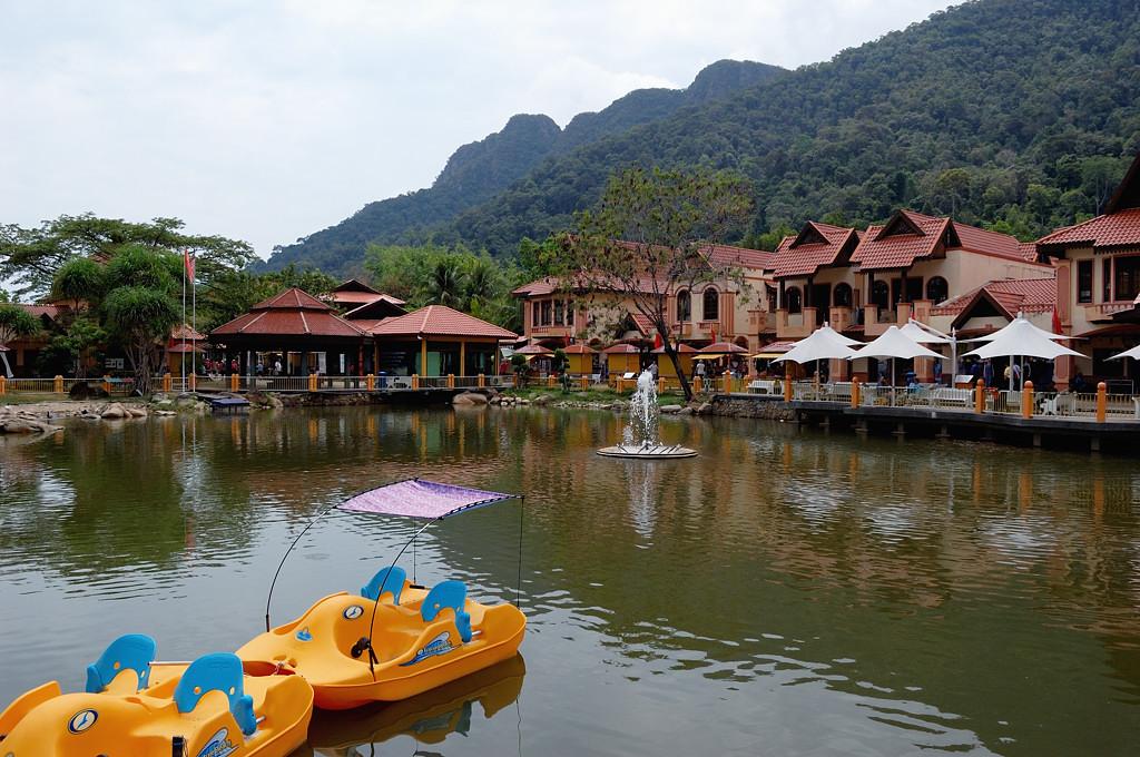 Oriental Village у подножия канатной дороги