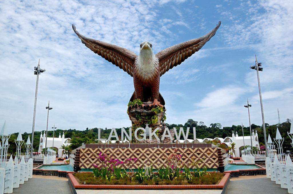 Орел у порта в Куа