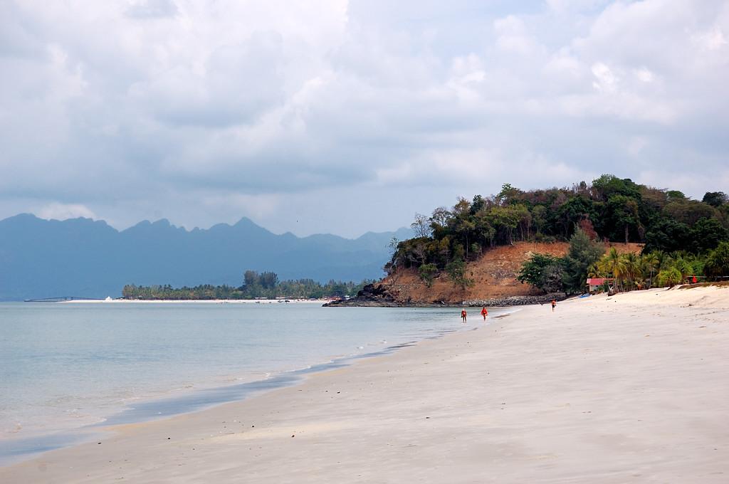 На пляже Cenang Beach