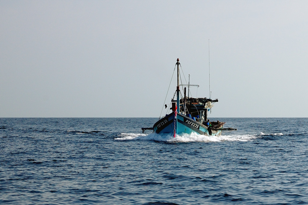 Рыболовецкое судно в море
