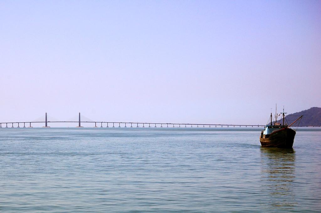 Знаменитый 12-километровый мост, связывающий остров Пенанг с материком