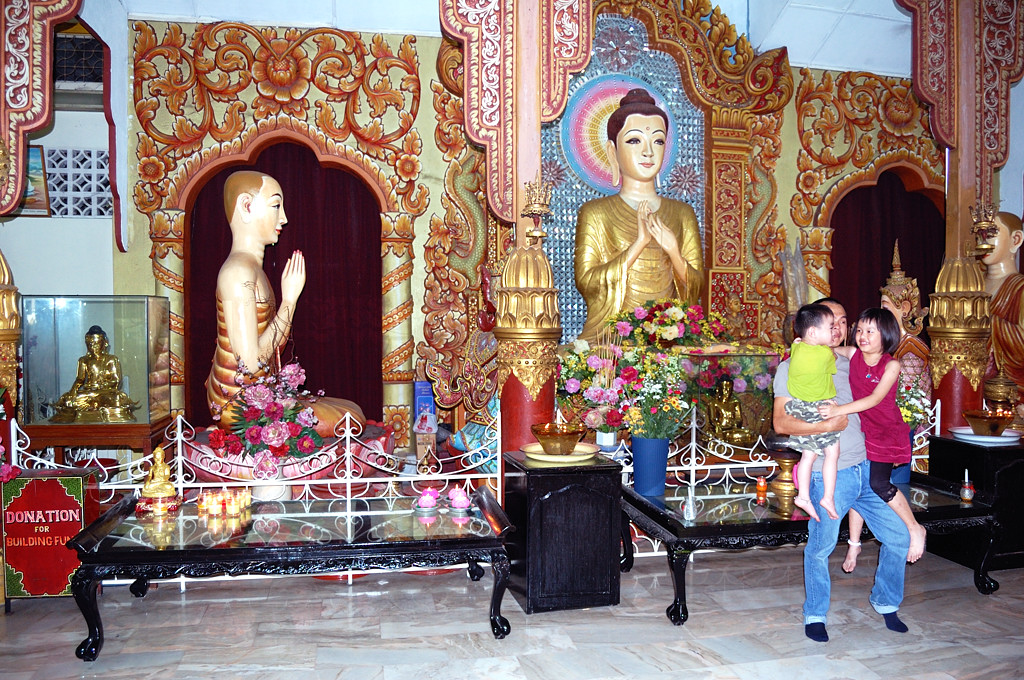 В бирманском буддийском храме Dhammikarama