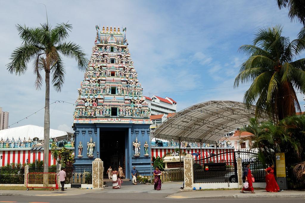 Самый известный индуистский храм Сингапура - Sri Srinivasa Perumal