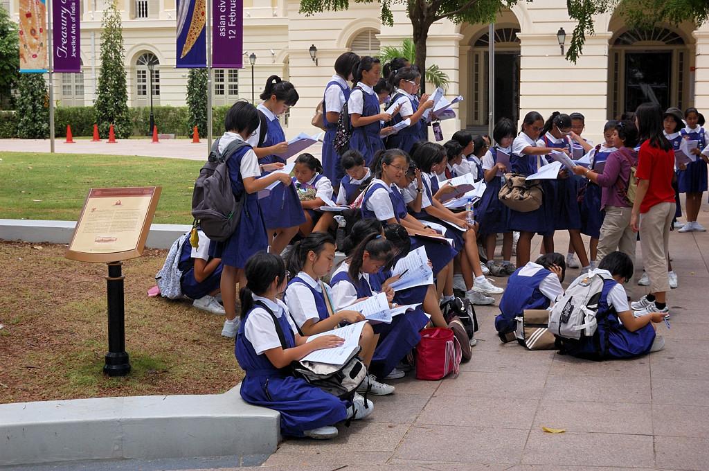 Школьницы-немусульманки. Гораздо приятнее посмотреть :)