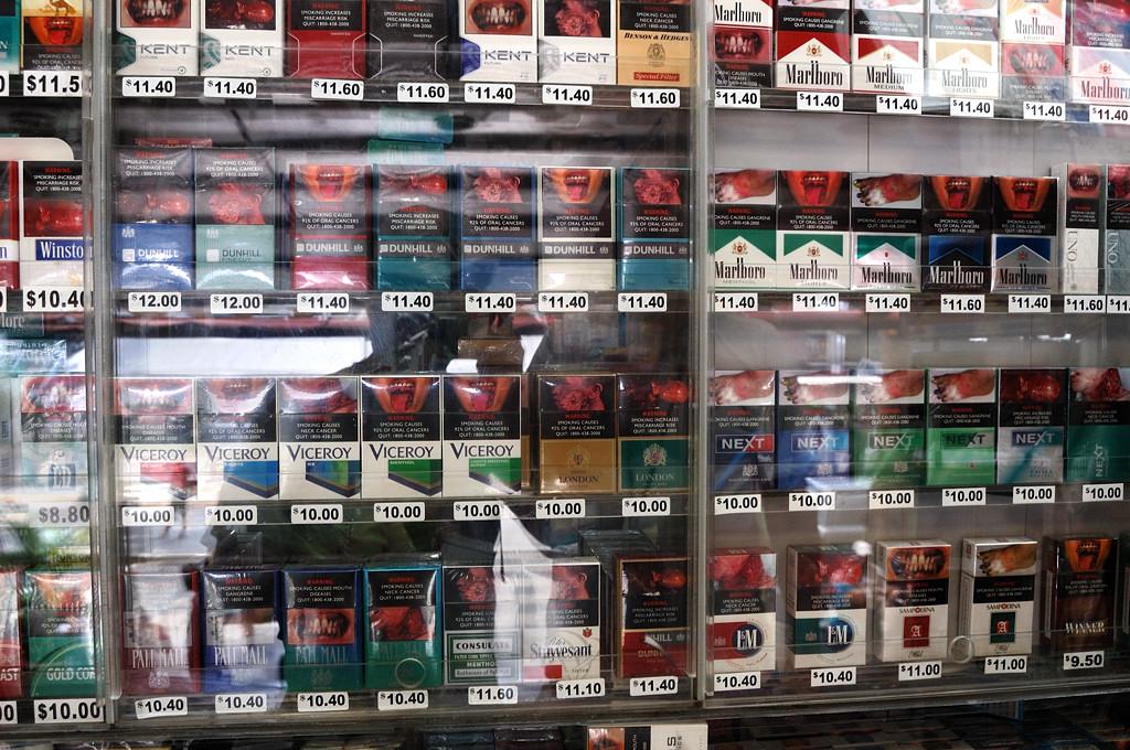 Курить - здоровью вредить. И дорого, и противно.