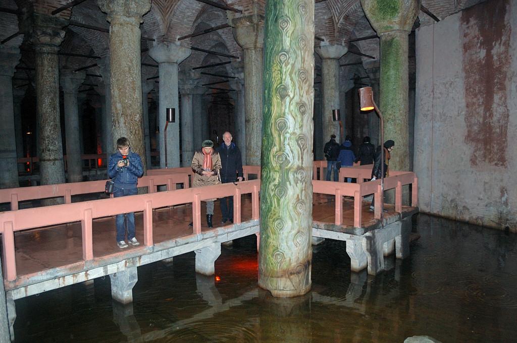 В подземном водохранилище Базилика Цистерна