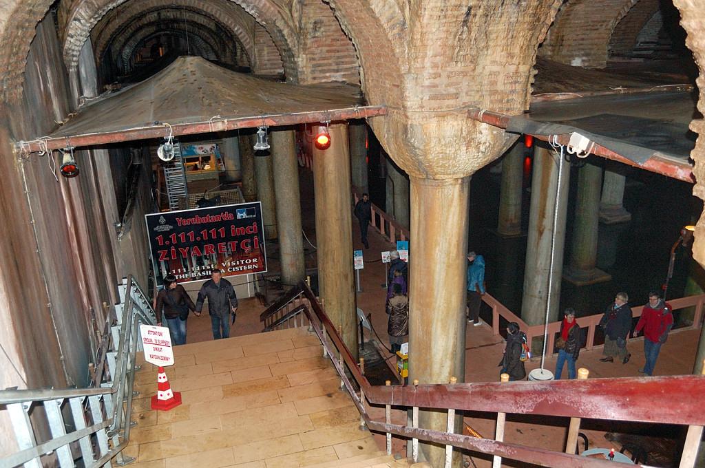 Вход в подземное водохранилище Базилика Цистерна