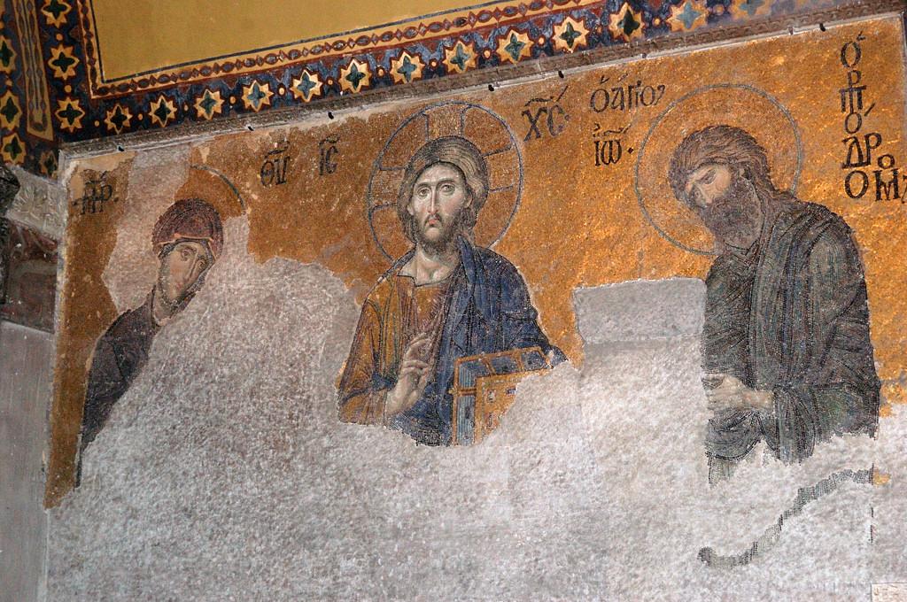 Древние росписи на стенах в Святой Софии