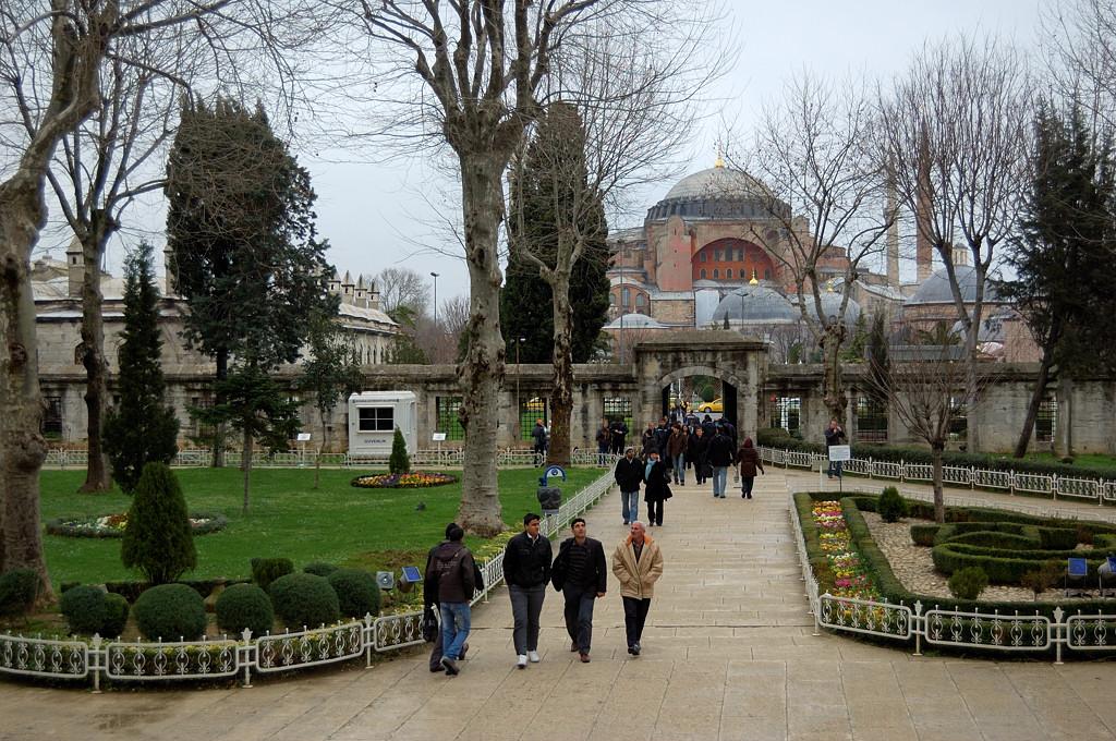Из Голубой мечети идем в Святую Софию
