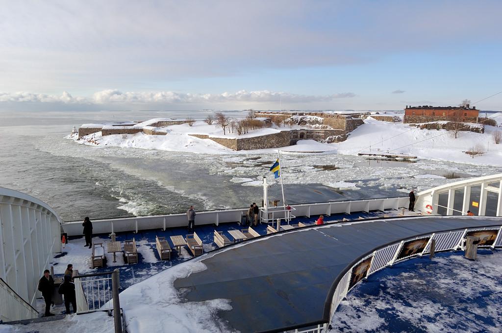 Подходим к Хельсинки. За кормой парома остается крепость Свеаборг