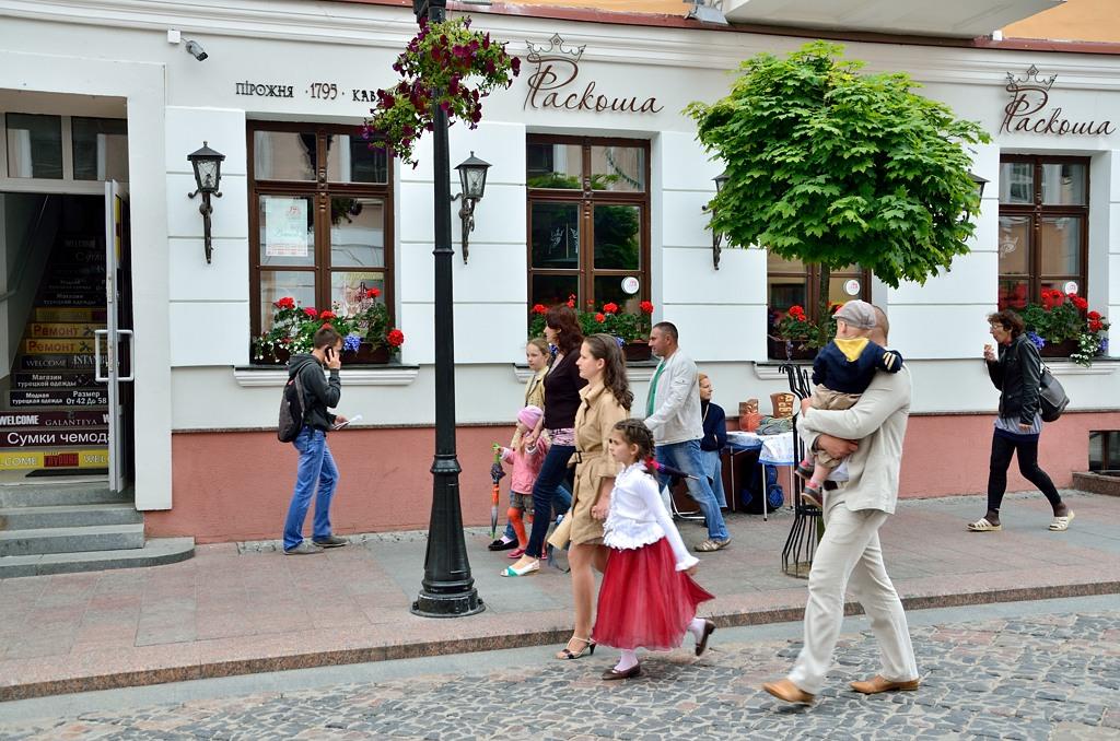 Улица красиво отреставрирована, повсюду магазинчики. Прямо Европа :)