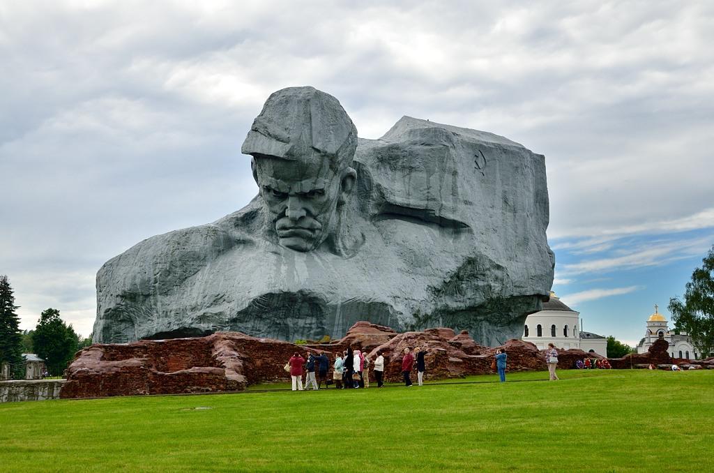 Церкви в советское время не было. Нет, я не был здесь в советское время, просто ее здесь быть не могло никак :)